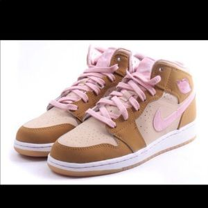 Nike Jordan Lola Bunny Youth 6.5 (Women's 8.5)